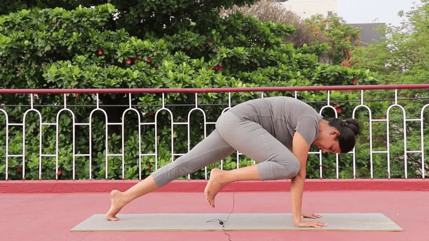 Day 1 of 4 days Bakasana Practice How to practice Crow Pose Yoga For Beginners 7 31 screenshot