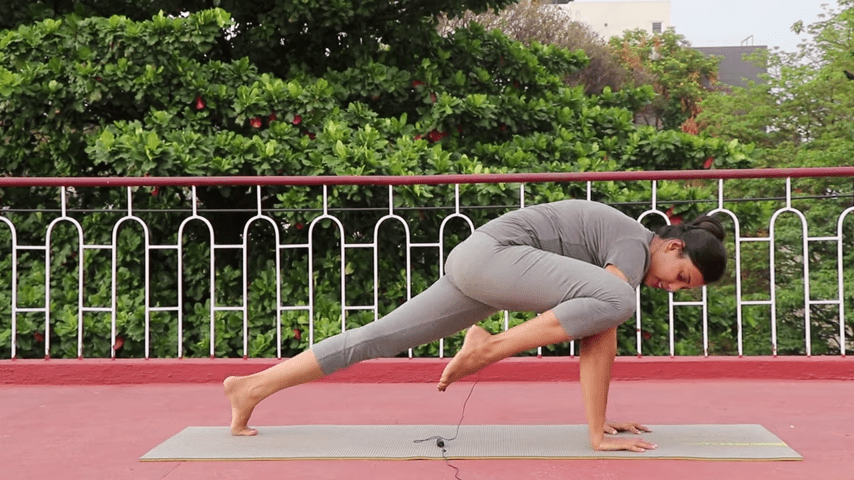 Day 1 of 4 days Bakasana Practice How to practice Crow Pose Yoga For Beginners 9 25 screenshot