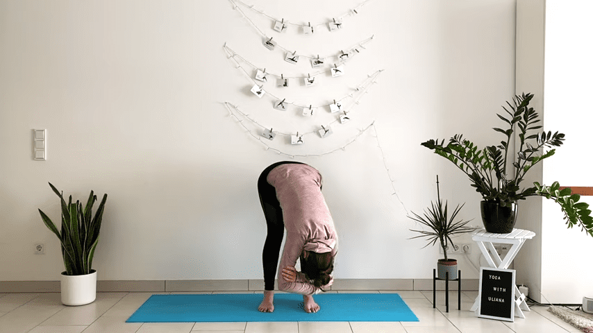5 MIN STANDING MORNING YOGA STRETCH Yoga without mat Yoga with Uliana 1 25 screenshot