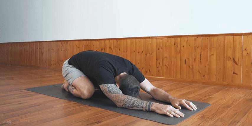 Yoga for sene kvelder: steg for steg