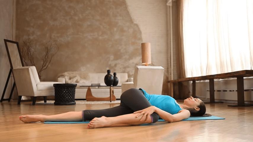 Core Strength Beginner Yoga With Tara Stiles 1 2 screenshot