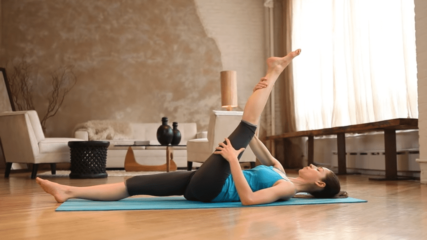 Core Strength Beginner Yoga With Tara Stiles 1 42 screenshot