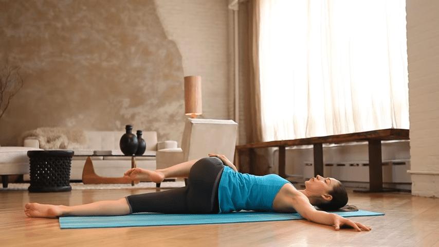Core Strength Beginner Yoga With Tara Stiles 2 1 screenshot