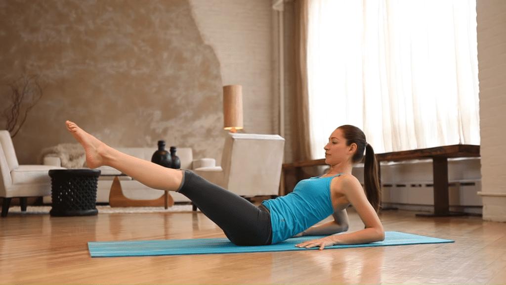 Core Strength Beginner Yoga With Tara Stiles 4 40 screenshot 1